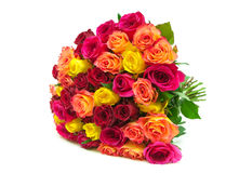 Piękny bukiet świeżych róż zbliżenie odizolowywający na białym bac Fotografia Stock