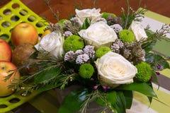 Piękny bukiet kwiaty i owoc obraz royalty free