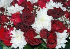 Piękny bukiet kwiaty od róż i chryzantem M Zdjęcie Royalty Free
