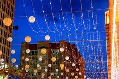Piękny bulwar, dekorujący z iluminacją i piłkami przy nocą, Dnepr miasto, Ukraina Obrazy Stock
