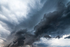 Piękny burzy niebo z chmurami, apocalypse lubi obrazy royalty free