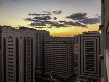 Piękny chmurny ranku wschód słońca w Abu Dhabi mieście fotografia stock