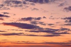 Piękny chmurny wieczór niebo zdjęcia stock