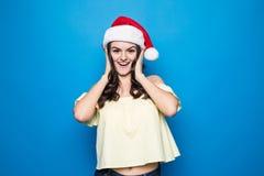 piękny Claus odzieżowy dziewczyny Santa target1077_0_ zdojest Santa kobiety Piękno Wzorcowa dziewczyna w Santa kapeluszu odizolow zdjęcie royalty free