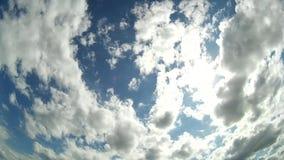 Piękny cloudscape z ampułą, buduje chmury zbiory