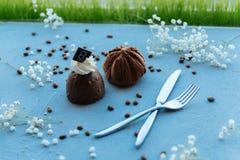 Piękny czekoladowy tort jest gotowy jedzącym zdjęcia royalty free