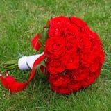 Piękny czerwony ślubny bukiet dla panny młodej Obraz Stock