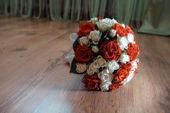 Piękny czerwony ślubny bukiet dla panny młodej Fotografia Stock