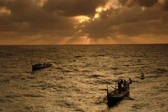 Piękny Czerwony wschód słońca ropa i gaz grodzki Malezja Obrazy Stock