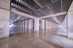 Piękny długi korytarz przy Istiqlal meczetem Fotografia Royalty Free