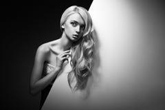 Piękny Długie Włosy na Atrakcyjnej kobiecie fotografia stock