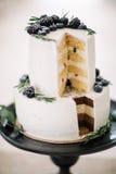 Piękny dekoruje ślubnego tort Obraz Stock
