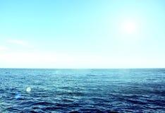 Piękny denny ocean w słonecznym dniu zdjęcie royalty free