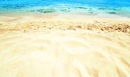 Piękny Denny piaska niebo, letni dzień i - Podróżuje zwrotnika kurort wal Zdjęcia Stock