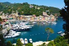 Piękny denny wybrzeże z kolorowymi domami Portofino Lato widok typowy włocha krajobraz Portofino, Liguryjski Riviera fotografia royalty free
