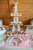 Piękny deseru stół w restauraci Bufeta przyjęcia pojęcie fotografia royalty free