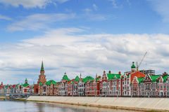 Piękny dom na nabrzeżu Bruges Republika Mari El, Ola, Rosja 05/21/2016 Obrazy Royalty Free