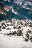Piękny Domowy wioska śniegu krajobraz zdjęcia stock