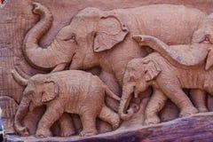 Piękny Drewniany cyzelowanie słoń rodzina Antykwarska sztuka Handmade Fotografia Stock