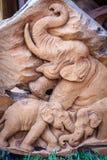 Piękny Drewniany cyzelowanie słoń rodzina Antykwarska sztuka Handmade Obraz Stock