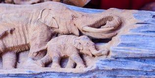 Piękny Drewniany cyzelowanie słoń rodzina Antykwarska sztuka Handmade Zdjęcia Stock