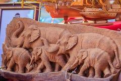 Piękny Drewniany cyzelowanie słoń rodzina Antykwarska sztuka Handmade Fotografia Royalty Free