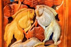 Piękny Drewniany cyzelowanie złociste srebne ryba Antykwarska sztuka Handma Zdjęcia Stock