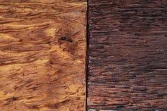 Piękny drewniany tło łączący w brzmieniach ocher, brązie, dębniku, złotym i czarnym światła i zmroku, zdjęcia stock