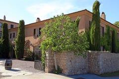 Piękny dwór z ogródem w Provence, Południowy Francja Fotografia Stock