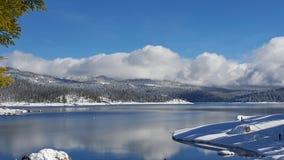 Piękny dzień przy jeziorem zdjęcie royalty free