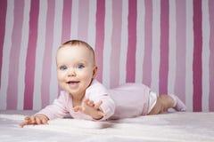 Piękny dziecięcy portret na kolorowym tle obrazy stock