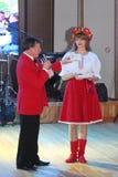 Piękny dziewczyny aktorki animator w krajowym Ukraińskim kostiumu Zdjęcie Stock