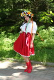 Piękny dziewczyny aktorki animator w krajowym Ukraińskim kostiumu Obraz Stock