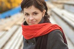 piękny dziewczyny czerwieni szalik obraz royalty free