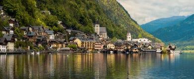 Piękny góra krajobraz z Hallstatt wioską Tirol, Aust Zdjęcia Royalty Free