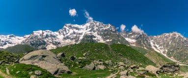 Piękny góra widok od włoskiego dolinnego terenu Obrazy Stock