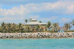 PIĘKNY graniczący z oceanem dom Z WDOWIM ` S spacerem Zdjęcia Royalty Free
