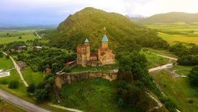 Piękny Gremi forteca na zielonym wzgórzu, zwiedzająca turystyka w Gruzja, natura obrazy stock