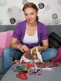 piękny haftuje dziewczyna obrazek zdjęcia stock