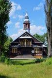 Piękny historyczny drewniany kościół, Święta odkupiciel parafia w Łódzkim obraz stock