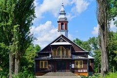 Piękny historyczny drewniany kościół, Święta odkupiciel parafia w Łódzkim obraz royalty free