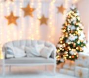 Piękny holdiay dekorujący pokój z choinką zdjęcie stock