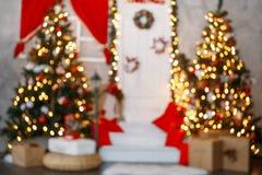Piękny holdiay dekorujący pokój z choinką zdjęcia royalty free