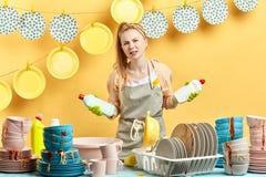 Piękny housemaid ma niektóre wątpi zdjęcia royalty free