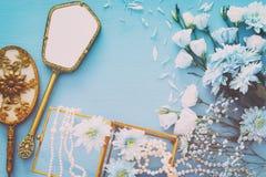 piękny i delikatny błękitny kwiatu przygotowania obok Zdjęcia Stock