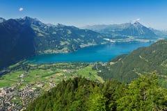 Piękny idylliczny Alps krajobraz z jeziorem i górami w lecie zdjęcia stock