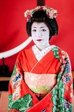 Piękny japończyk Maiko, gejsza w czerwonym kostiumowym portrecie Zdjęcia Royalty Free