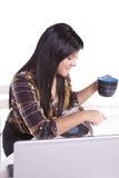 piękny jej laptopu kobiety działanie Zdjęcie Stock