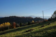 Piękny jesień krajobraz Gorce i Tatrzańskie góry Fotografia Royalty Free