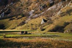 Piękny jesień krajobraz z kolorowym lasem i łąkami w Carpathians obraz stock
